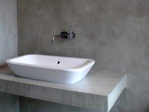 Ristrutturare bagno una guida pratica per non sbagliare for Pittura per bagno senza piastrelle