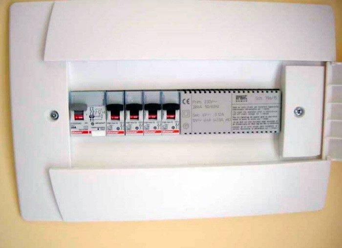 rifacimento impianto elettrico: un quadro elettrico moderno